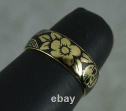 Amazing Momento Mori 18 Carat Gold and Black Enamel Skull Ring Size L