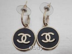 Auth CHANEL CC Logo Pierce Earrings Gold/Black Metal/Enamel e49229a
