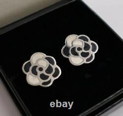 Authentique Boucles D'oreilles Clip Chanel Vintage Camellia Femmes Noir Et Blanc