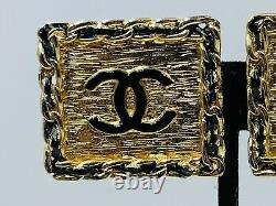 Boucles D'oreilles Chanel France Vintage Plaqué Or Authentique Noir Émail Logo Boucles D'oreilles