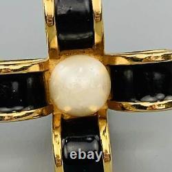 Chanel Vintage Noir - Gold Tone Émail Pearl Bow Cross Clip Sur Boucles D'oreilles