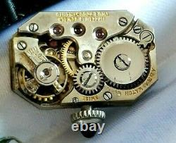 Montre-bracelet Deco En Émail De Deco De La Dame De 18k Suisse 15j Mvt. Cautes De Fil, Ca. 1920