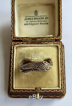 Un Serpent D'or En Émail Noir Stunning Bague Avec Rubis Yeux Des Années 1800 Circa