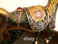 Vintage Bejeweled Cloisonne Charme Or Émaillé Lucky Noir Cheval Stand En Bois