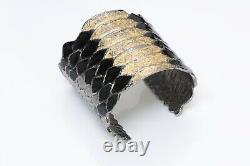Yves Saint Laurent Ysl Large Serpent Texturé En Or Noir Bracelet En Émail